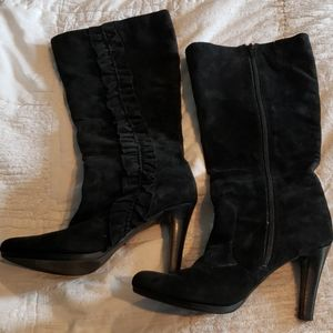 Size 8 black suede ruffle boots